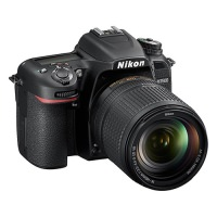 Nikon D7500 Kit 18-200mm (US)
